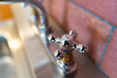 賃貸もOK!水栓を簡単に海外風おしゃれにする方法。簡単DIY