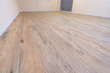 床を簡単DIY。貼って剥がせるフロアシートでセルフリノベ!