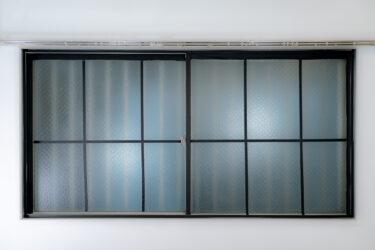 憧れのおしゃれな格子窓をマスキングテープでDIY。なんちゃって格子窓!賃貸でも可能!