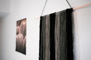 【おしゃれな壁掛けインテリア】を毛糸でDIY。北欧風ハンギングを100均で超簡単に作る。