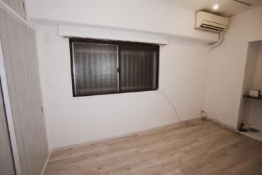 【寝室インテリアコーディネート①】窓の装飾(ウィンドウトリートメント)と壁をペイント。ニトリロールスクリーン設置&アイアン調塗装
