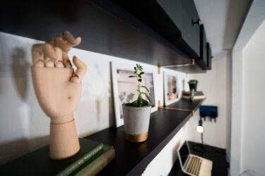 【元クローゼットを小さな書斎に。前編】イケアウォールシェルフをDIYリメイクして取付。Ikea Hack(イケアハック)壁掛け棚 ホームオフィス