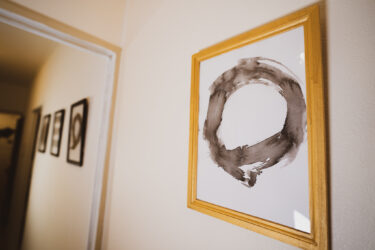 初心者でもできる!墨でインテリアアートを自作!墨で絵を描く・書道・壁掛けアート・ポスターDIY・百均